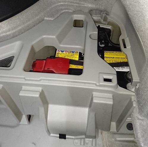 30プリウス補機バッテリー位置